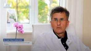 Dr. med. Klaus Ueberreiter erklärt, wie lang die Narbe nach einer Oberarmstraffung ist.