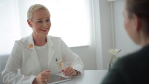 Dr. Simone Hellmann, Ihre Spezialistin für Gesichtschirurgie in Köln
