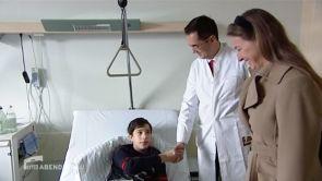 Bei einem Unfall wurde der georgische Junge Rati von 50 Kugeln getroffen. Prof. Sinis rettete sein Bein.