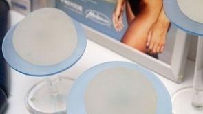 Mýty a fakta o prsních implantátech