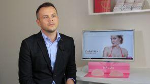 Jak docílit přirozeného vzhledu prsou po zvětšení prsními implantáty