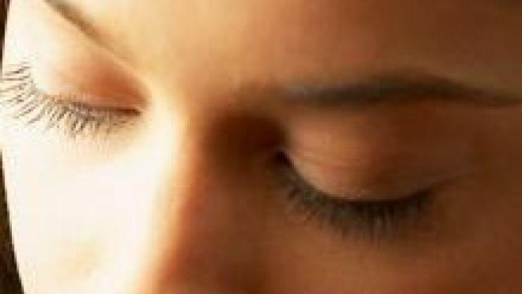 Schlupflidkorrektur und weitere Eingriffe in dem Augenbereich