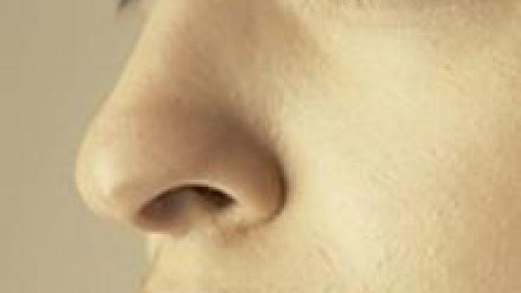 Schönere Nase ohne OP: minimalinvasive Nasenkorrektur