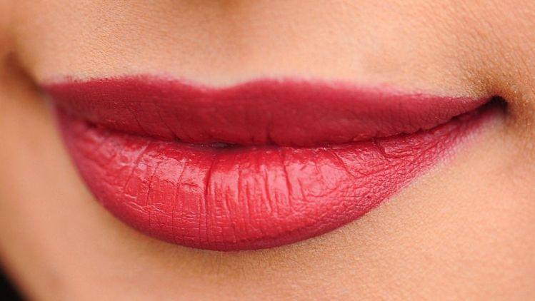 Lippen aufspritzen – Materialien, Techniken und Risiken